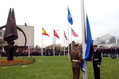 Eesti lipu heiskamine NATO peakorteri ees Brüsselis