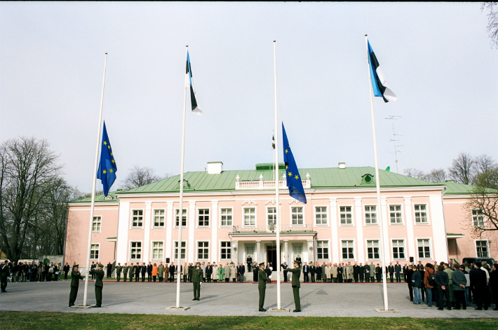 Euroopa Liidu lipu heiskamine Kadriorus
