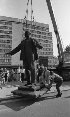 Lenini kuju eemaldamine Tallinnas 23. augustil 1991. Foto: Peeter Langovits