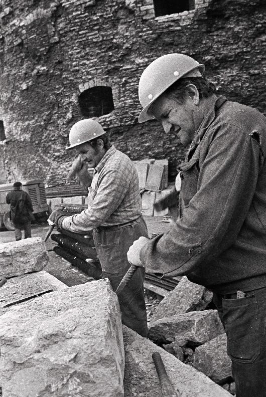 Paksu Margareeta restaureerijad Edward Bernacik ja Jozef Zielski 1979. aastal, kelle tööandjaks oli Poola firma PKZ (foto Rahvusarhiivist, autor: Mati Hiis)