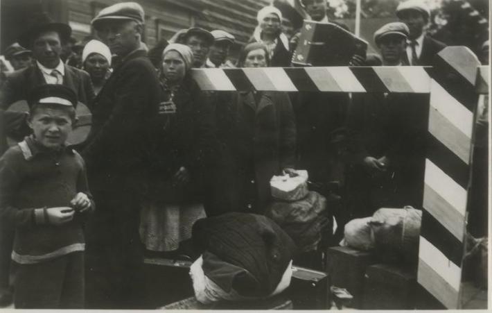 Poola töölised Valga piiripunktis 1939. aasta aprillis. Foto: Rahvusarhiiv