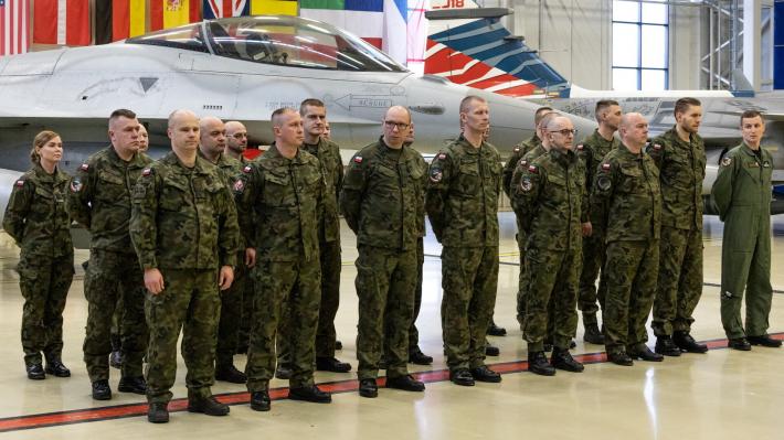 Ämaris oma missiooni alustavad Poola lennuväelased. Foto: Jaan Vanaaseme